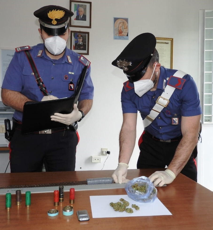 immagine droga e munizioni sequestrate a ussassai nuoro.