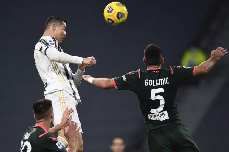 Ronaldo spinge la Juve, doppietta e 3-0 al Crotone
