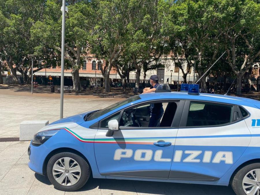 immagine polizia aggressione a cagliari piazza garibaldi