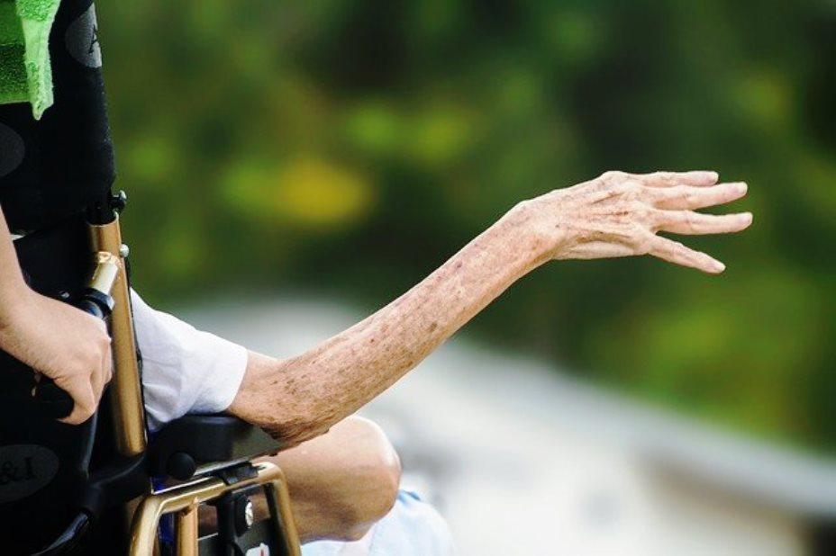 immagine persona anziana