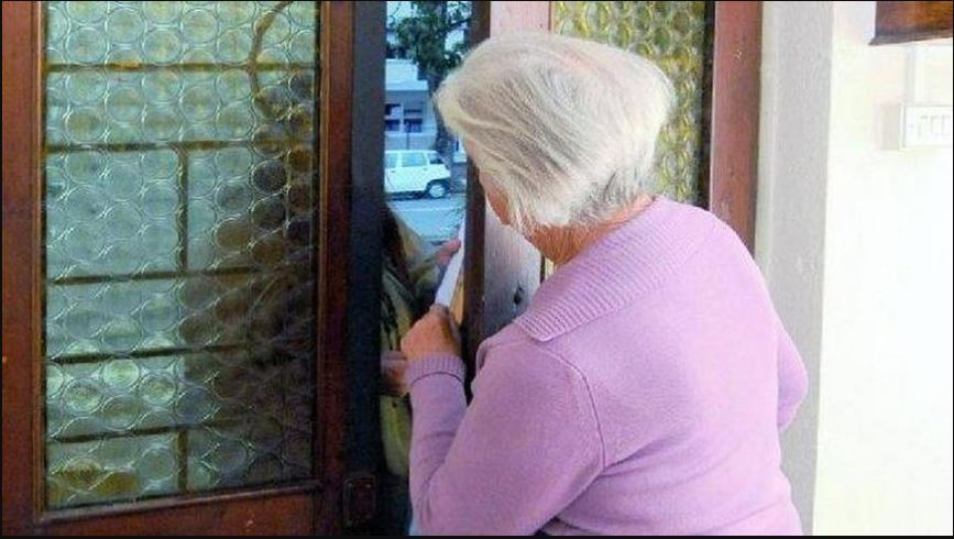 immagine anziani derubati da finti assistenti sanitari coronavirus