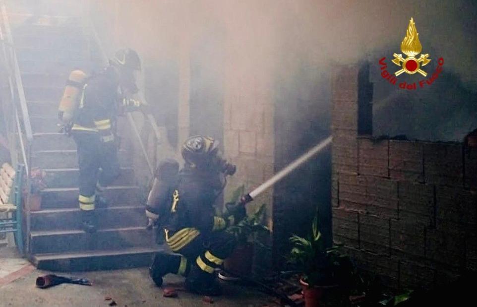 immagine incendio abitazione ad arbus