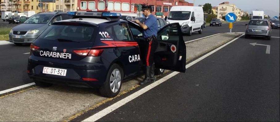 immagine pattuglia dei carabinieri a cagliari