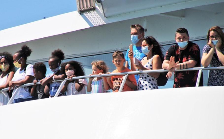 immagine passeggeri in nave