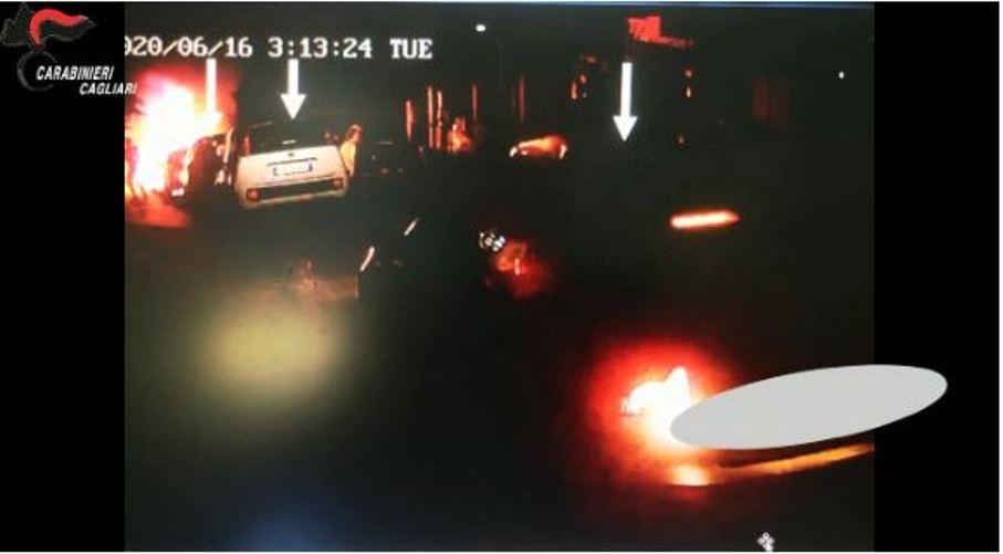 immagine auto incendiate a sinnai