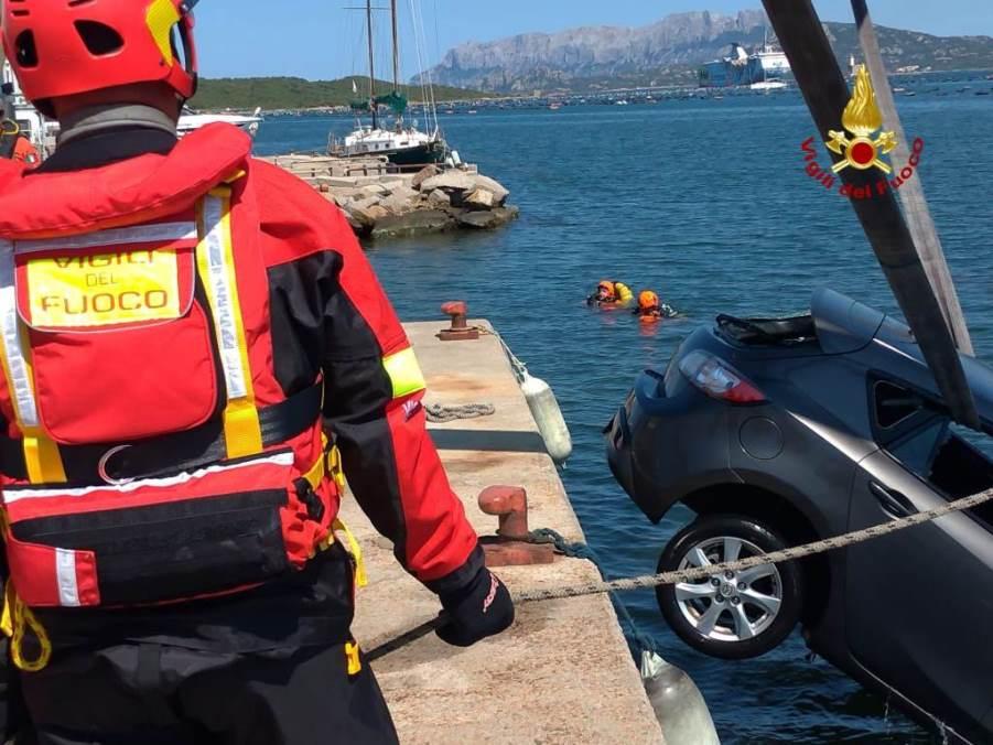 auto caduta in mare ad olbia