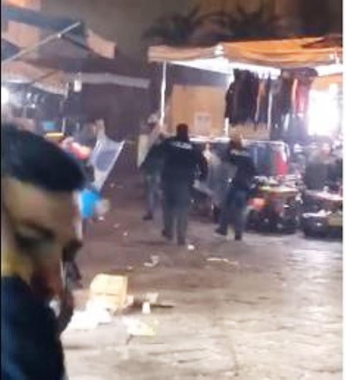 immagine baby gang a napoli assale polizia con oggetti e petardi