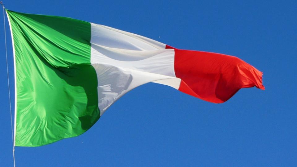 bandiera mezz asta in ricordo vittime coronavirus