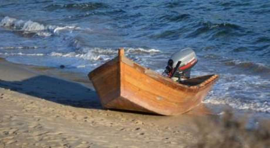 immagine barchino sbarchi in sardegna rimpatriati 6 algerini