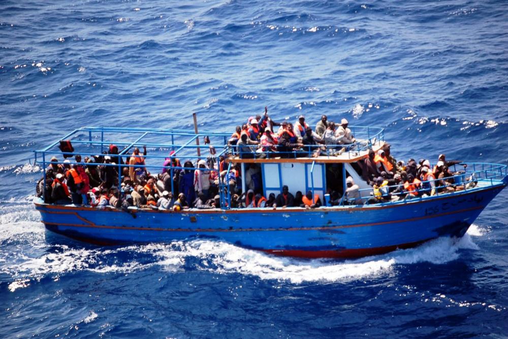 immagine immigrati naufragio mar ionio