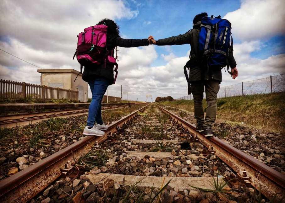 immagine di stefano floris e tiziana nuvoli basta scappo in treno