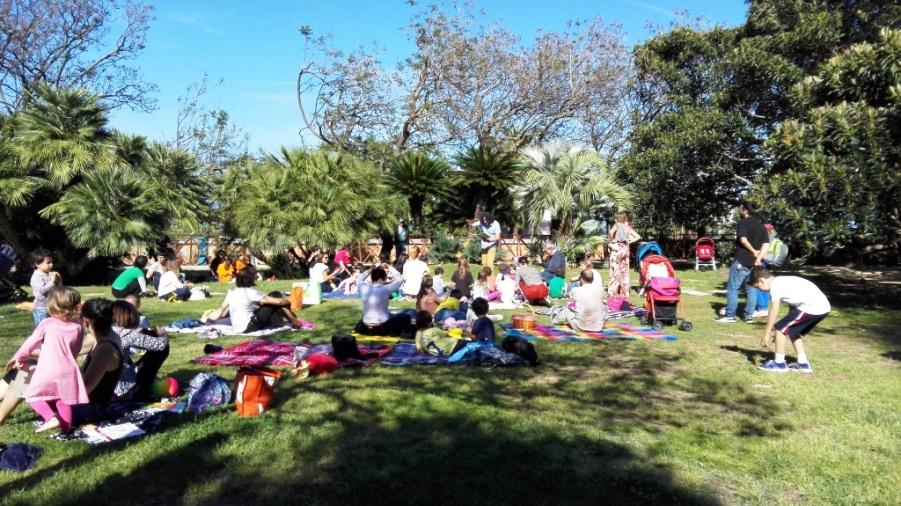 Ai Giardini Pubblici di Cagliari merende e letture di libri per Aspettando LEI