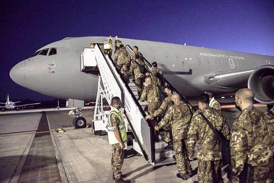 immagine brigata sassari in partenza per la missione in libano