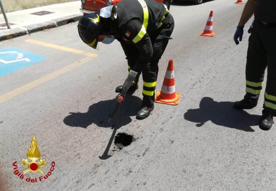 immagine fori nell'asfalto a sassari