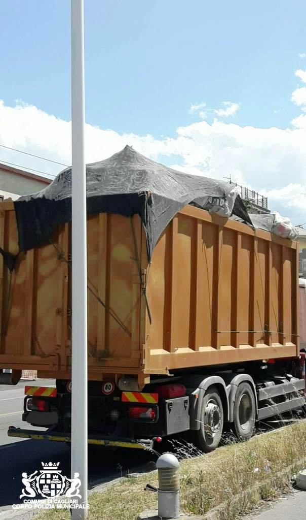 camion danneggia linea ctm in viale marconi a cagliari