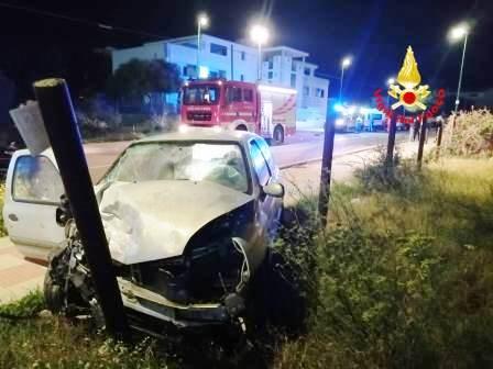 immagine scontro frontale tra auto a capoterra