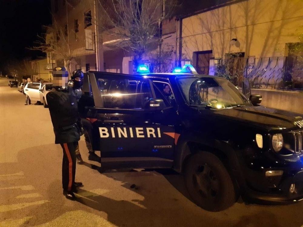 immagine carabinieri bliz per arresto armi clandestine