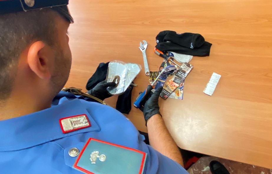 alcuni oggetti da scasso sequestrati dai carabinieri di roma
