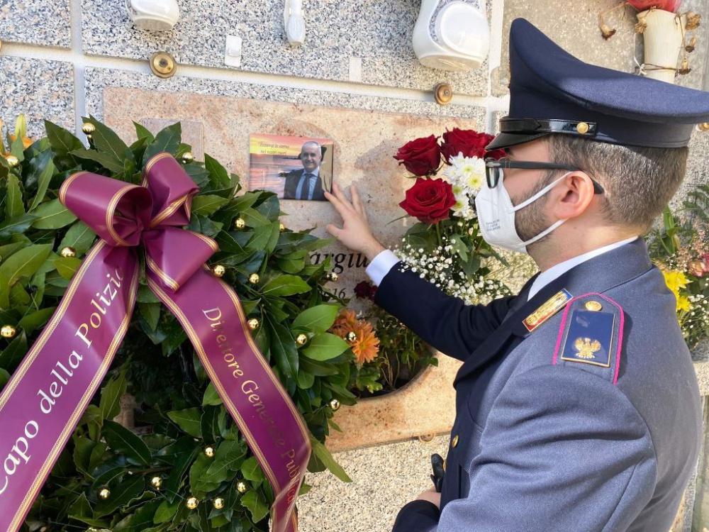 immagine della cerimonia in ricordo di Maurilio Vargiu