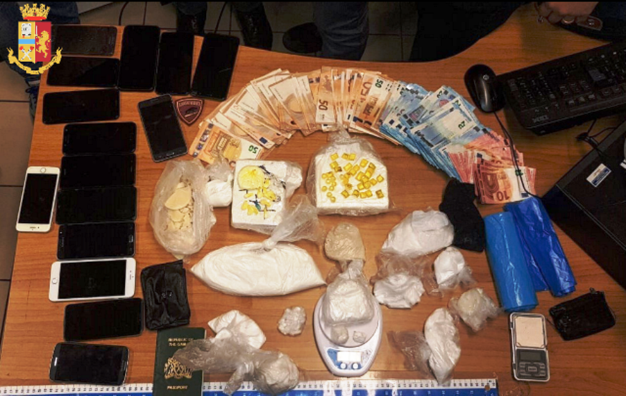 barriera milano, spaccio di droga, arrestato extracomunitario del gambia