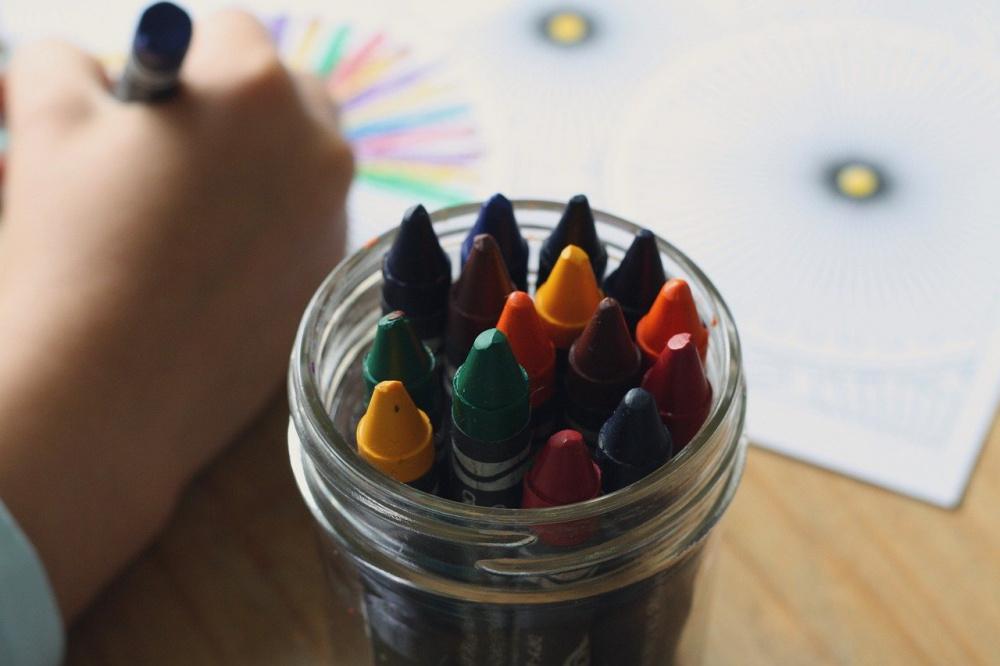 immagine bambini asilo colori
