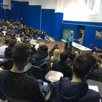 immagine conferenze di scientology nelle scuole