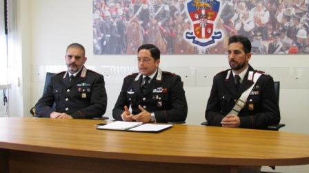 Conferenza stampa carabinieri arresto ad assemnini