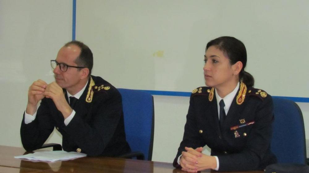 Immagine conferenza stampa questura di Cagliari arrestato algerino autore di rapina