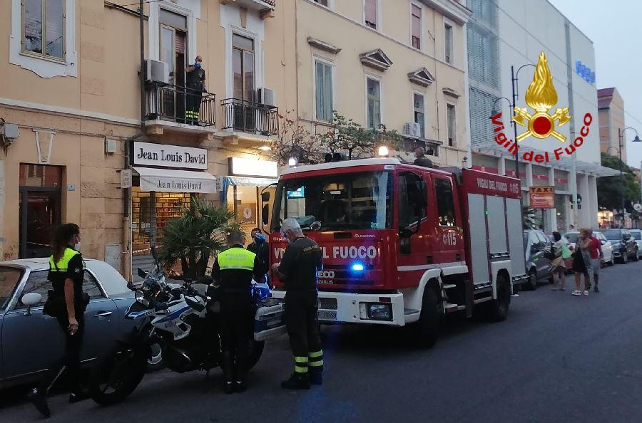 Cagliari. Pericolo in via Dante per il distacco parziale della mensola di un balcone