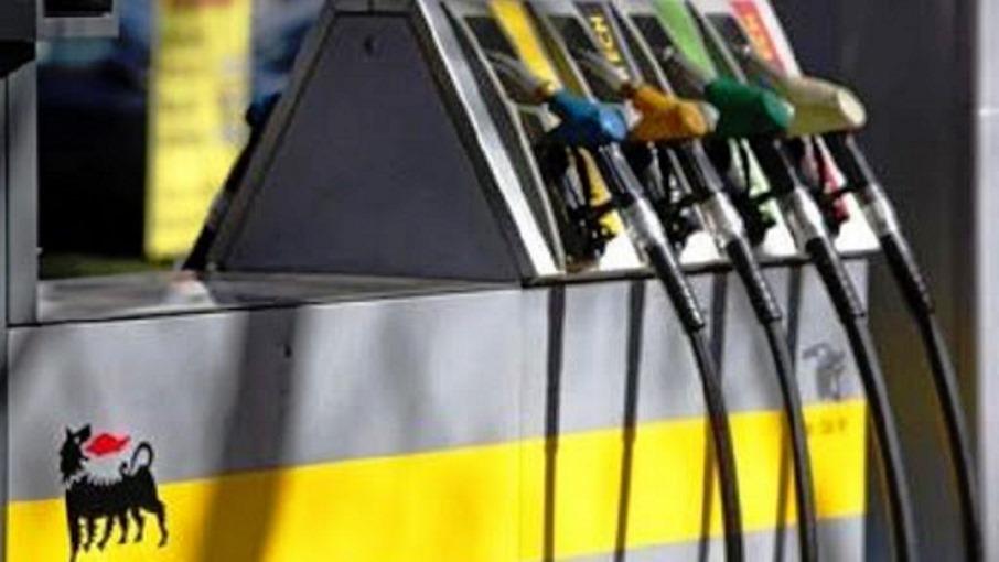 immagine distributore di benzina eni