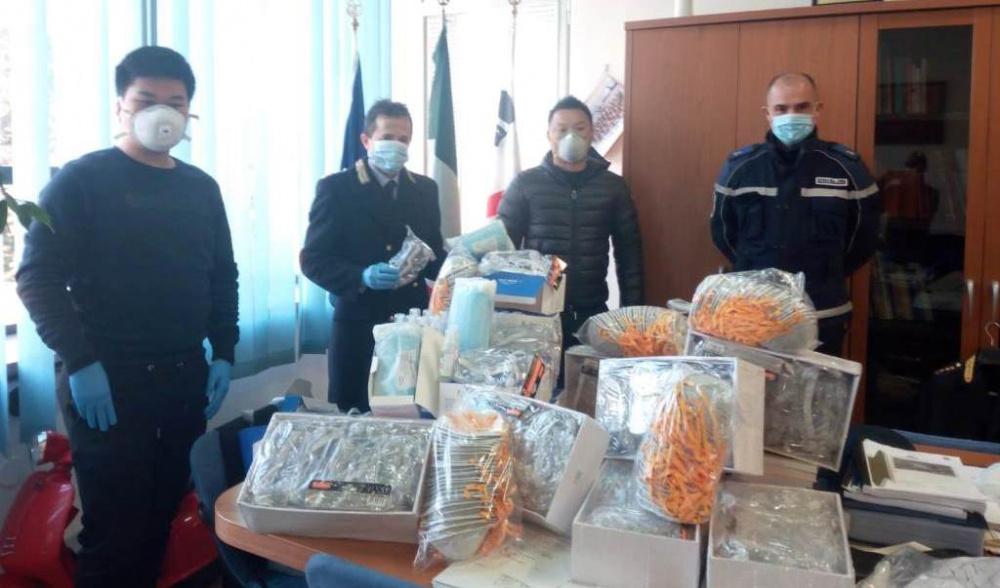 donazione maschrine comunità cinese a sassari