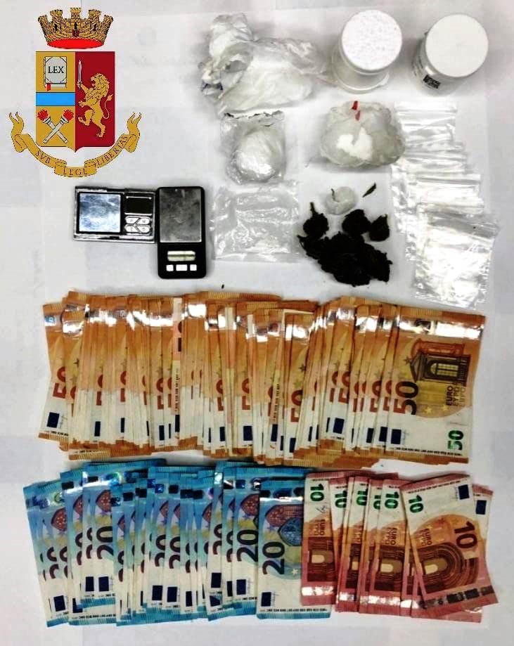 immagine droga e denaro sequestrato a cagliari