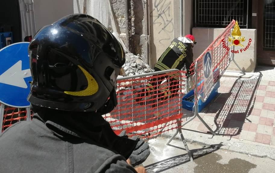 immagine vigili del fuoco intervento per esplosione gas sant avendrace