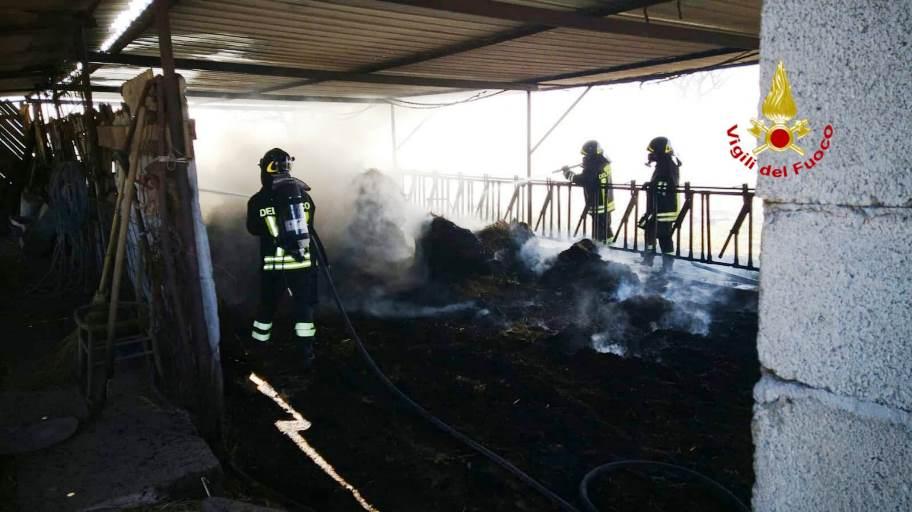immagine fienile in fiamme a capoterra
