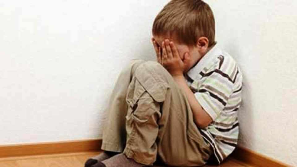 foto di bambino maltrattato