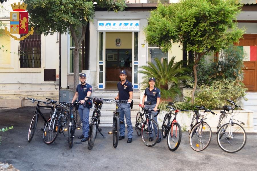 immagine biciclette rubate a roma e recuperate dalla polizia