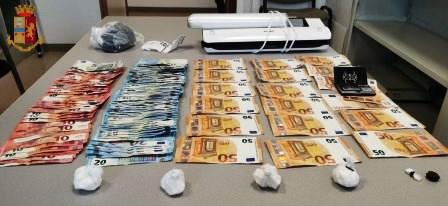 immagine droga e denaro sequestrato
