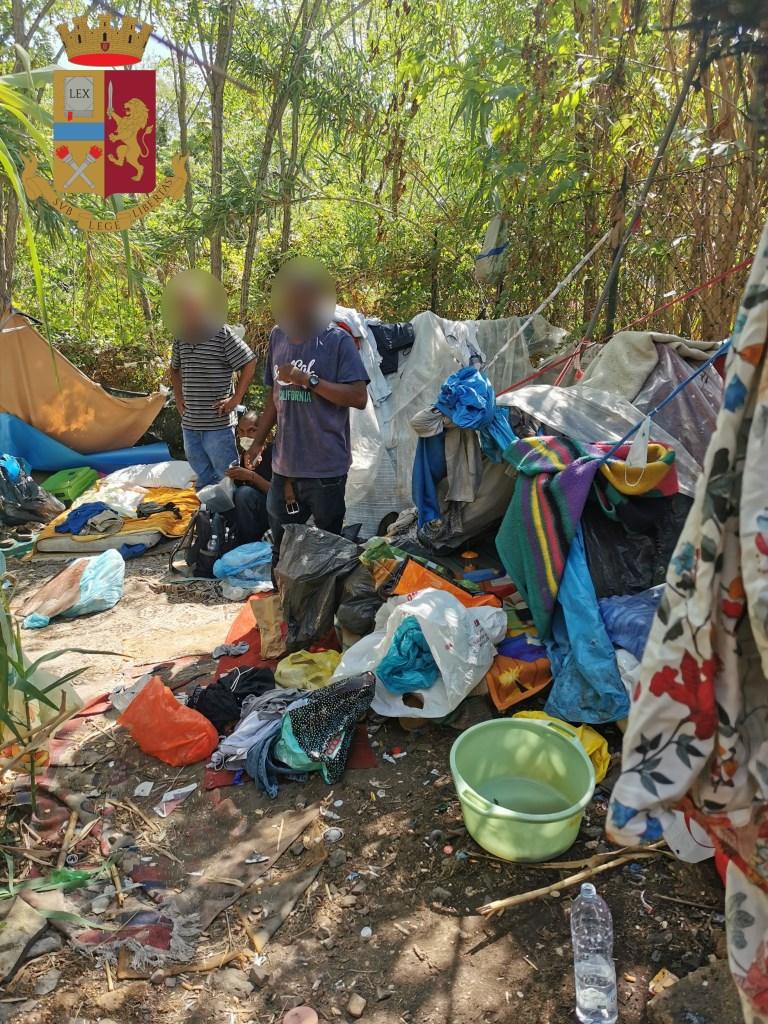 immagine insediamento nordafricani abusivo a roma