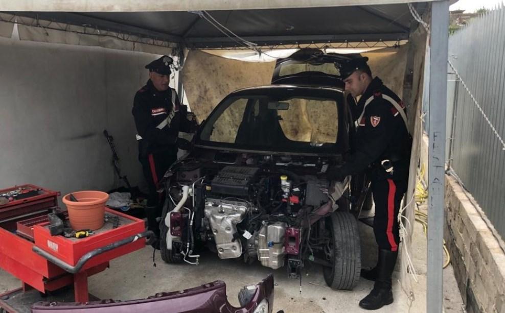 carabinieri ritrovano auto rubata