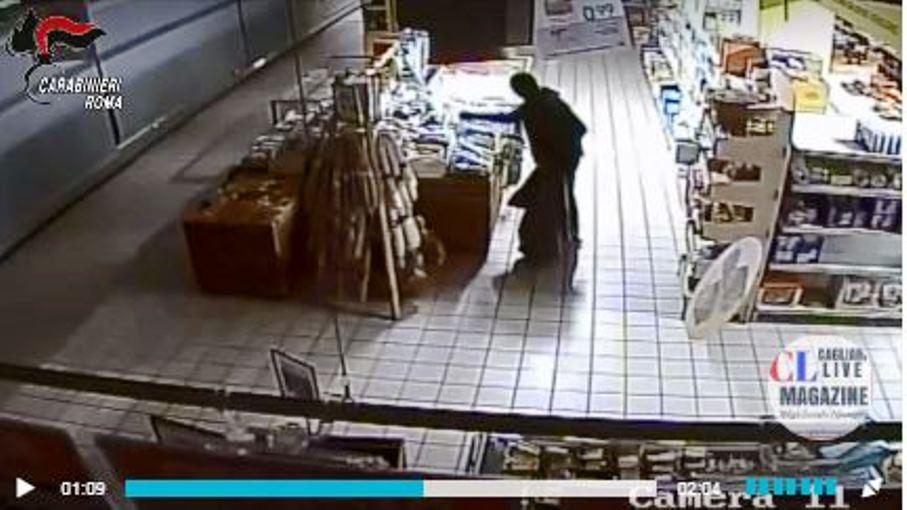immagine ladri dentro supermercati