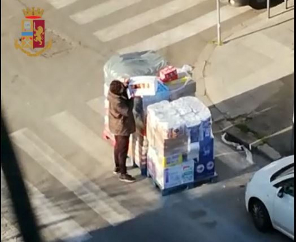 immagine furto alimenti roma
