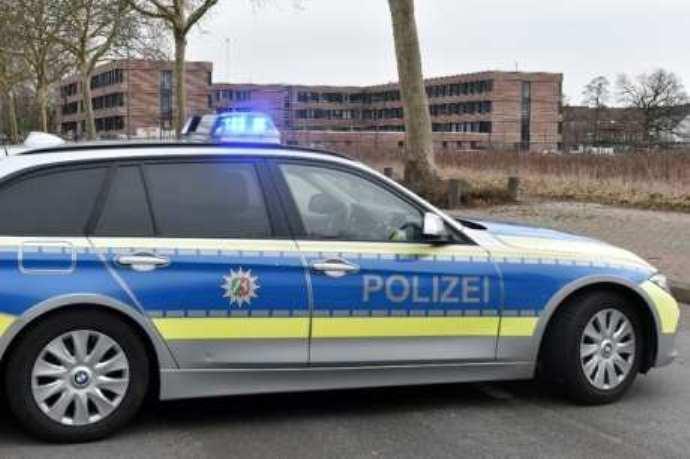 immagine macchina polizia germania