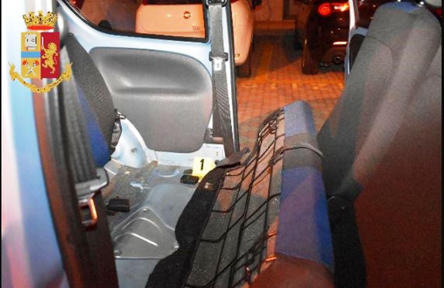 immagine gps nascosto nell'auto della compagna