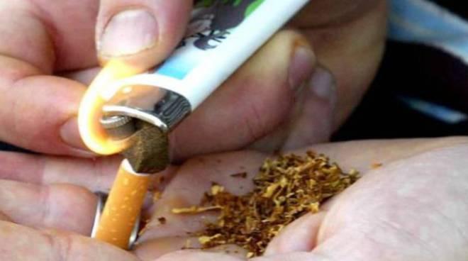 immagine fumo spinello hashish fermato un minorenne a cagliari
