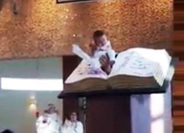 immagine video durante messa di natale