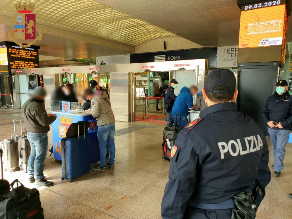 immaginia polizia stazione termini a roma