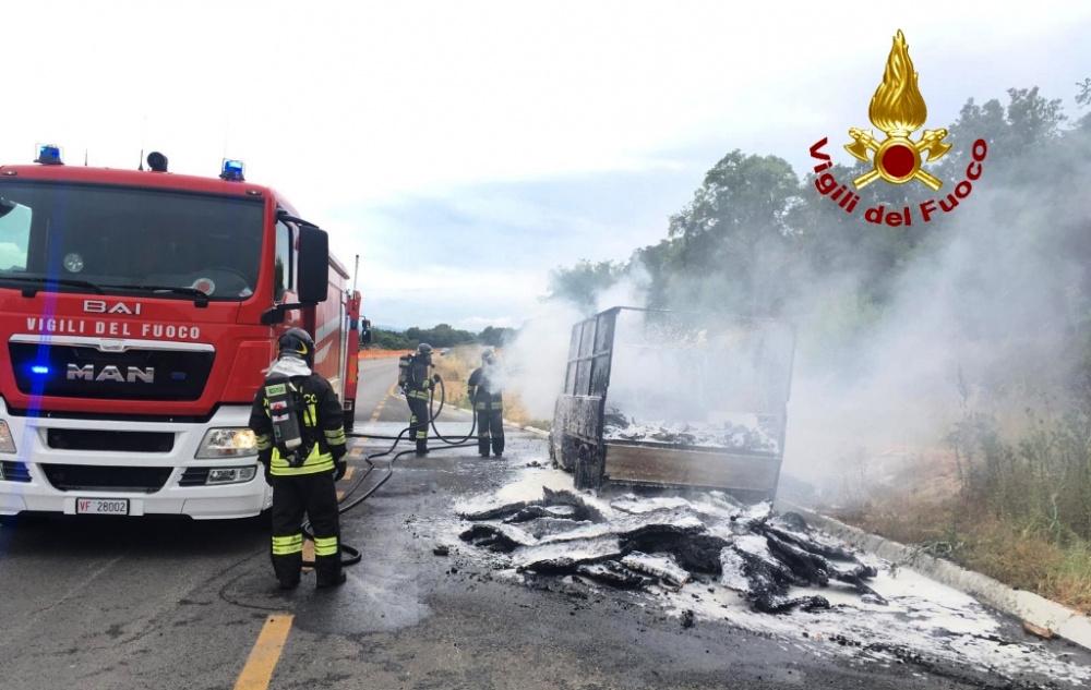immagine camion trasporto sughero in fiamme