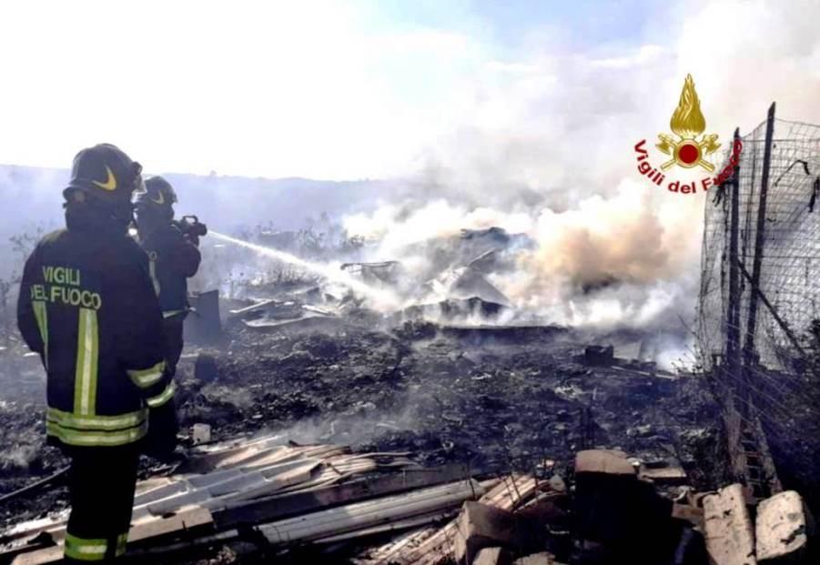 Immagine opera di spegnimento dei vigili del fuoco a selargius