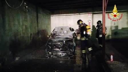 incendio auto ad assemini