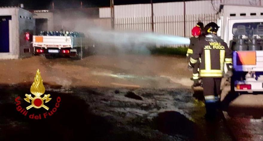 brucia un furgone carico di bombole a quartu